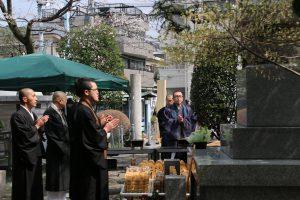 2019.3.31春の供養大祭、動物供養塔お参り01